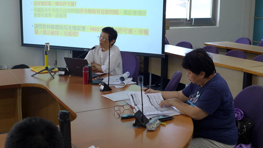 台灣水資源聯盟理事長陳椒華(左)及主任粘麗玉(右)。孫文臨攝
