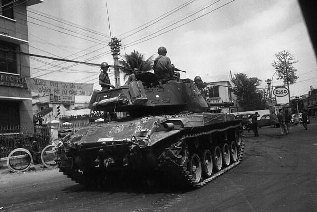 Ngã tư Phú Nhuận, SAIGON 1968. Bên trái là BV Cơ Đốc