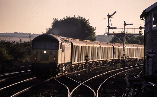 56029 class56 barnetby barnetbyeast signalbox semaphores signals freight sunrise silhouette glint backlight black gold diesel locomotive railways trains sydyoung sydpix