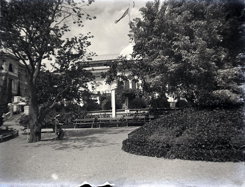 1897. Гурзуф. Б. М. Грохольский в саду