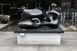 Henry Moore, Reclining figure (1957)