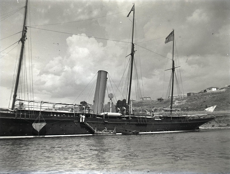 1897. Севастополь. Корабль под Севастополем