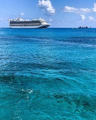 El color del agua en las Islas Caimán  :grimacing: Primera parada del crucero :ship: que tomamos el sábado en Fort Lauderdale #caribbeanprincess #iphonexs @princesscruises_ar @princesscruises