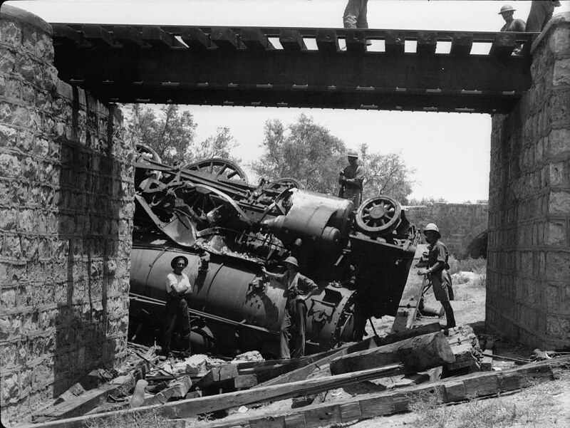 Locomotive-overturned-Lidda-1936-mpc-18121v