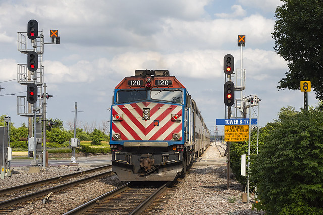 2019-07-19 1656 Metra 129 on EB Scoot, Bensenville, IL