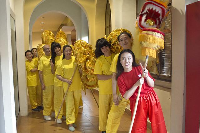 Vic dona la benvinguda al Festival Nits de cinema oriental amb el drac i el lleó de la FICB