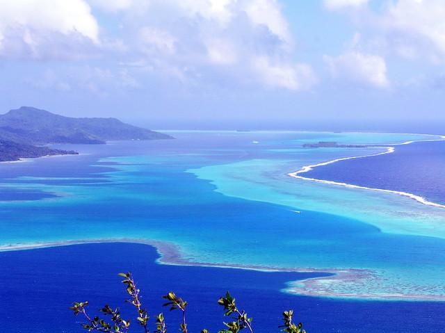 Panorama bleu sur bleu à Raiatea, Polynésie française