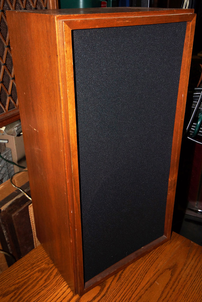 KLH Speakers DSC00779