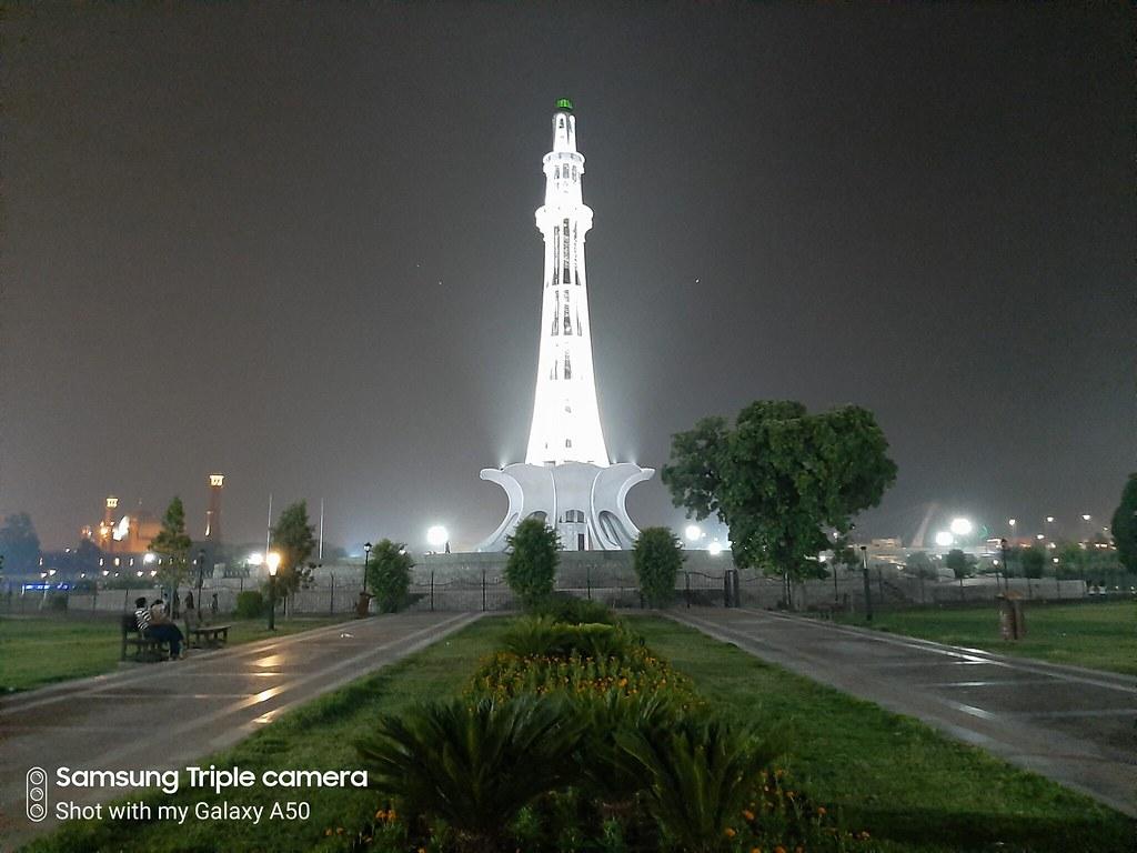 night Minar-e-Pakistan mobile photography