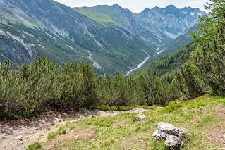 Blick vom Aussichtspunkt Fops zum Val Cluozza unter der Terza-Kette