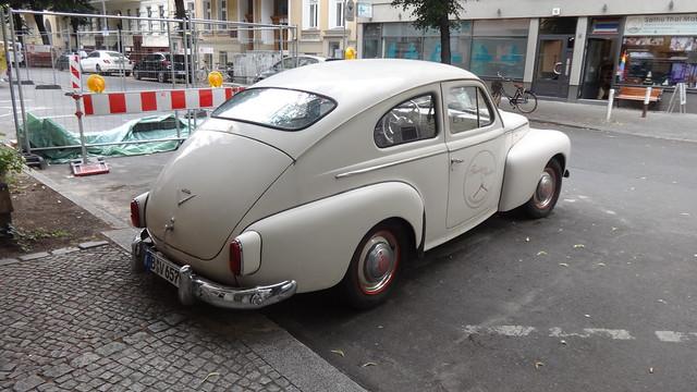 1957 Buckel-Volvo genannter PV444 Modellvariante L von VOLVO Nollendorfstraße 28 in 10777 Berlin-Schöneberg