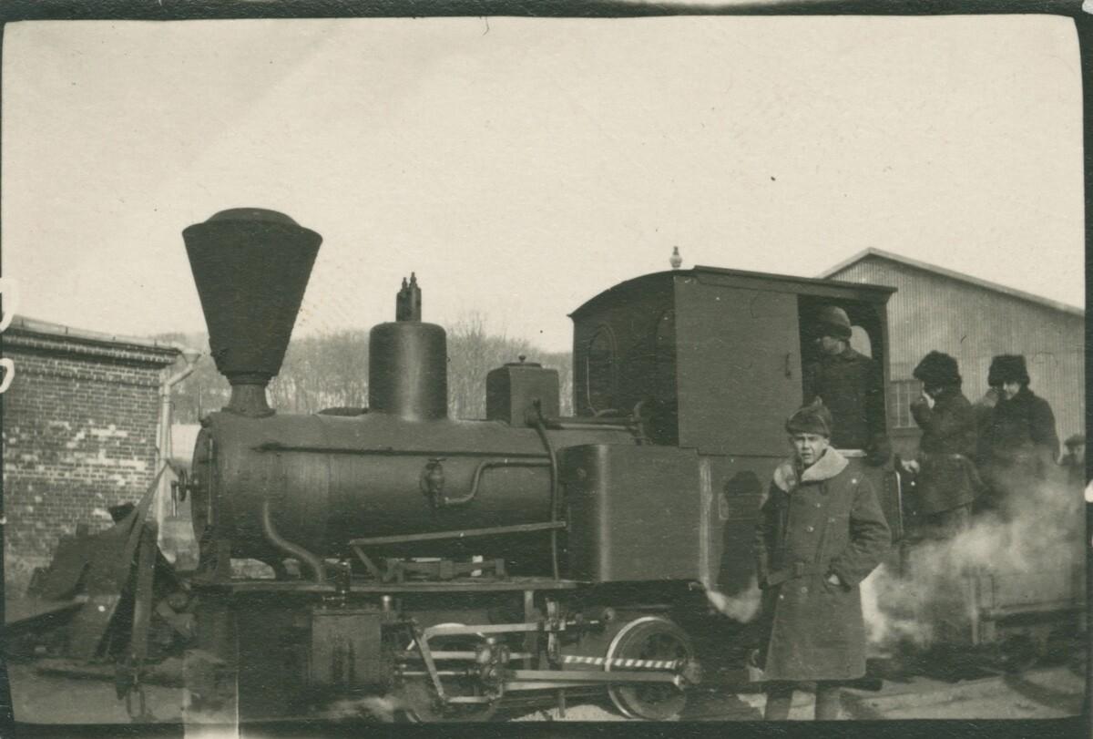 06. Паровоз на станции