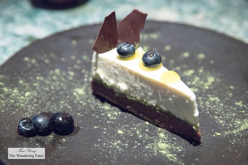 Cheesecake sprinkled with matcha tea
