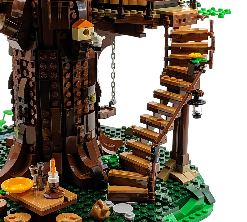 21318: LEGO Ideas Treehouse Review