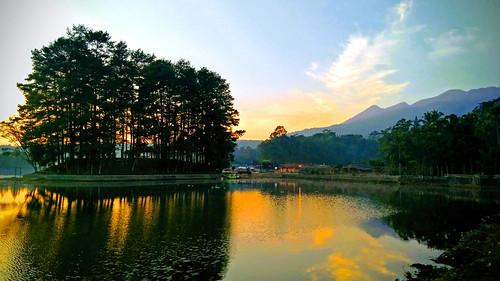 wanayasa danau situ lake water morning sunrise ourwakarta java indonesia lanscape scenery