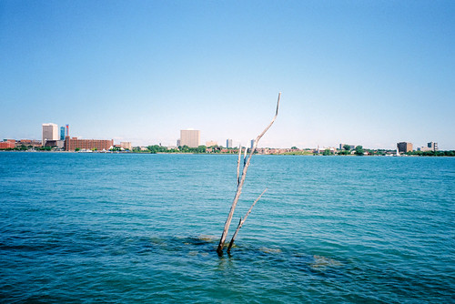 windsor detroit ontario michigan detroitriver riverscape fujifilmtiarazoom fujicolor200 landscape