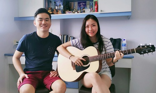 Beginner guitar lessons Singapore Julia
