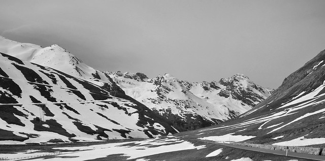 La route du Col de Stelvio  -  The Stelvio Pass Road