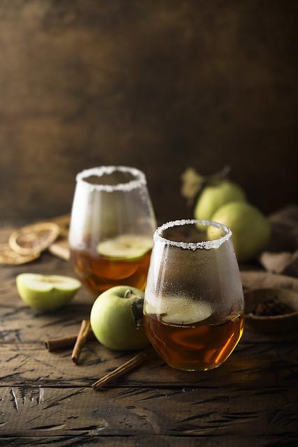 Яблочный сок со специями.