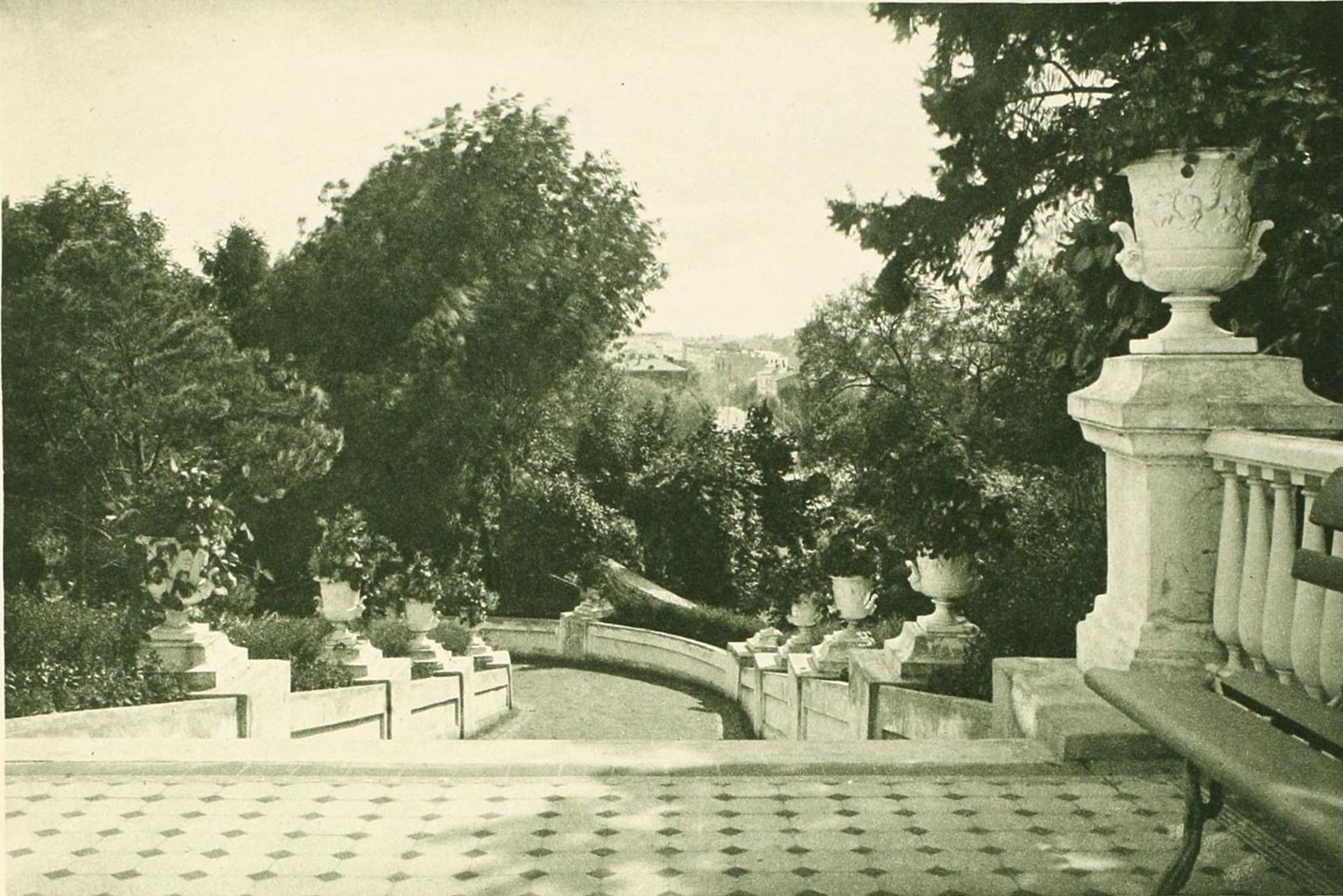 05. Дом Найденова. В саду (2)