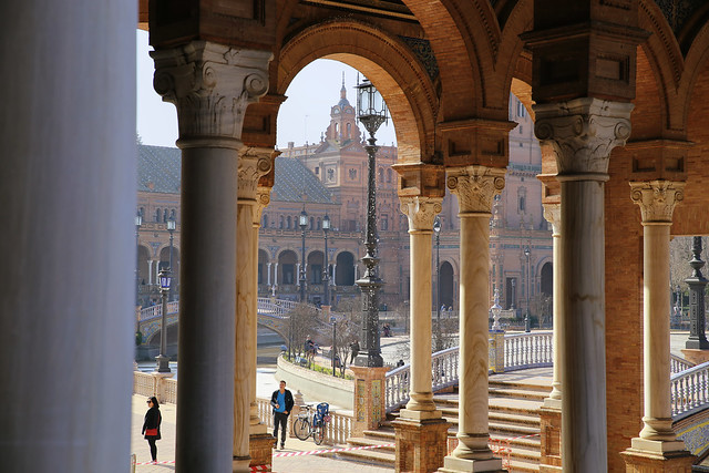Corridors and pillars in Plaza de España
