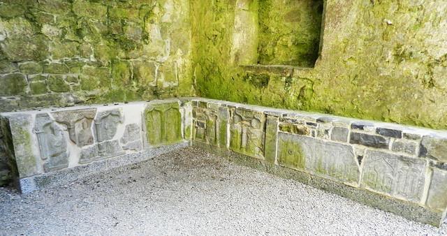 relieves de sepulcros tumbas Castillo Roca o Rock of Cashel Republica de Irlanda