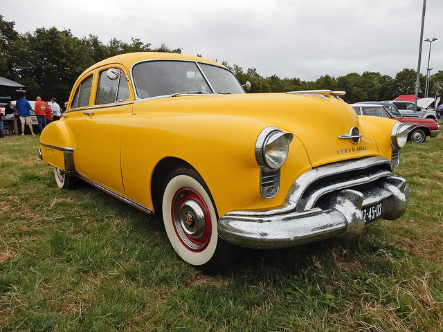 Oldsmobile Futuramatic Sedan 1950 (N4038)