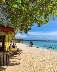 Colores de #roatan en #honduras  otra de las paradas del crucero :ship: con las chicas. Día hermoso y combatiendo el calor en el agua :grinning: #caribe #iphonexs #caribbeanprincess #caribeconprincess @princesscruises_ar