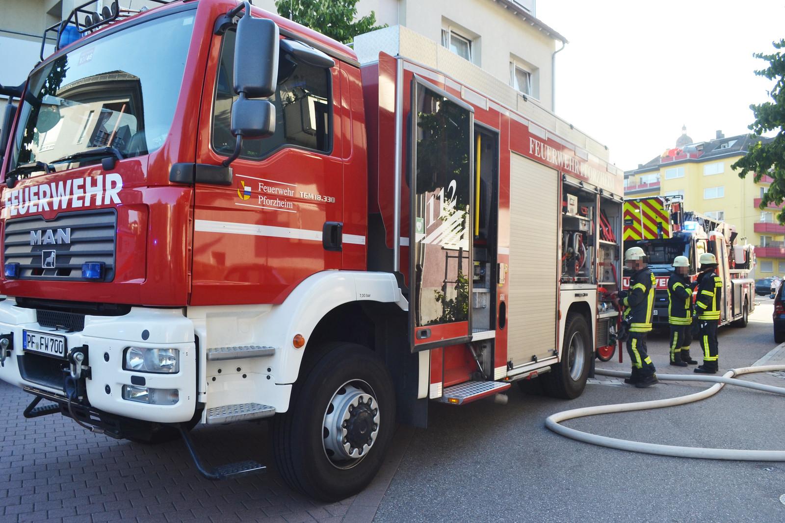 Pforzheim: Agressiver betrunkener Wohnungsbewohner muss aus Wohnung gerettet werden - 23.07.2019