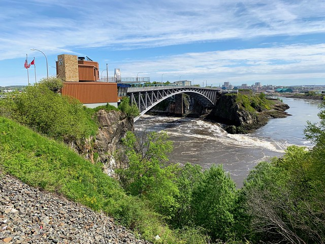 New Brunswick 44