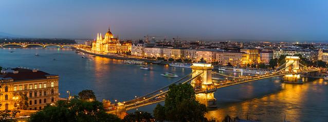 Panorama - Parlamentsgebäude und Kettenbrücke Budapest