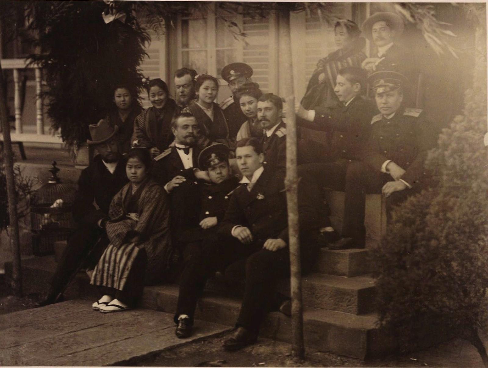 06. 1891. Иенаса. Офицеры эскадры со своими временными японскими женами.