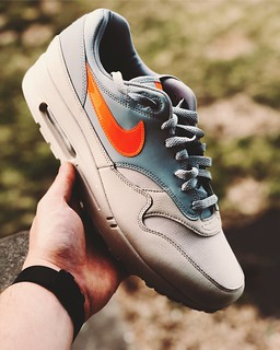 NIKE AM1 // Desert sand x total orange.