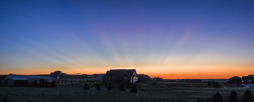 sunrise crepuscularrays atmosphericoptics cheyenne wyoming goldenhour twilight smoke raikokevolcanicsunrise