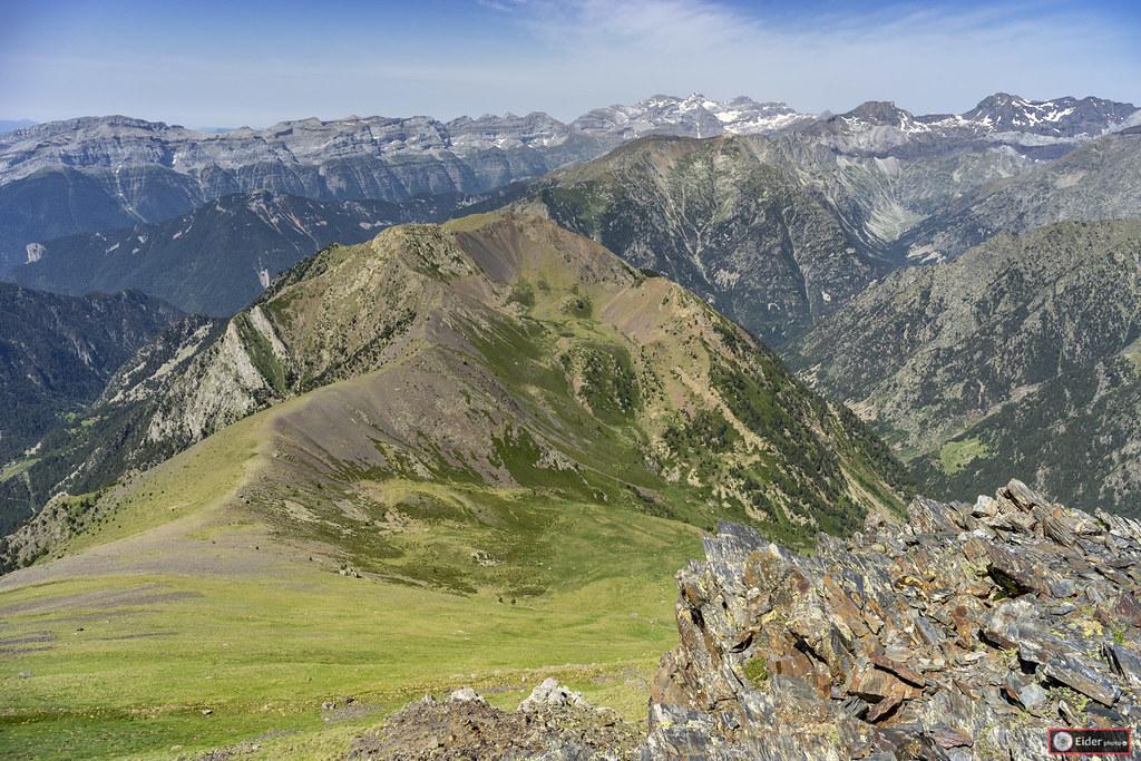 Summit, La espada
