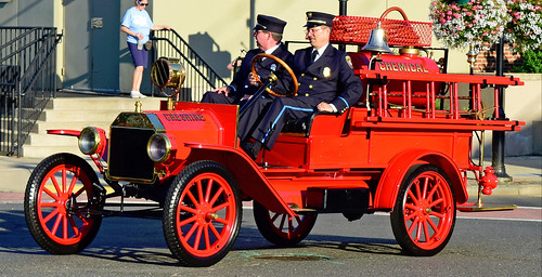 fire truck ct parade tunxis unionville farmington antique engine ford cheshire