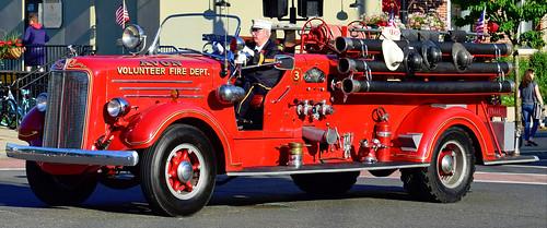 fire truck ct mack avon parade tunxis unionville farmington antique engine