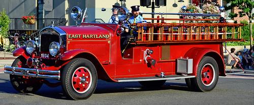 fire truck ct parade tunxis unionville farmington antique engine alf american lafrance east hartland