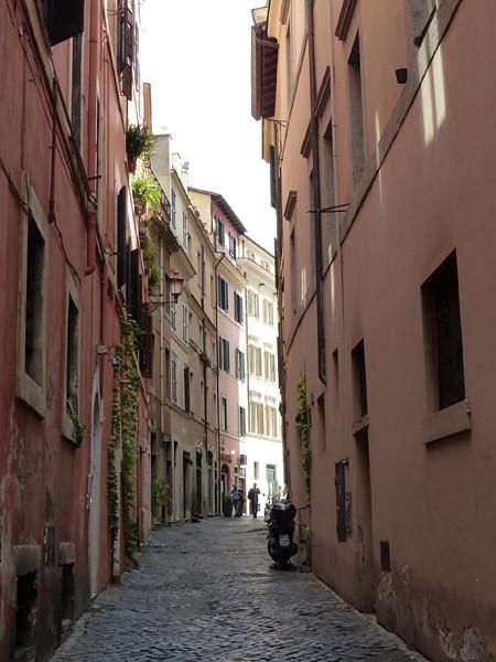 rue étroite de Rome