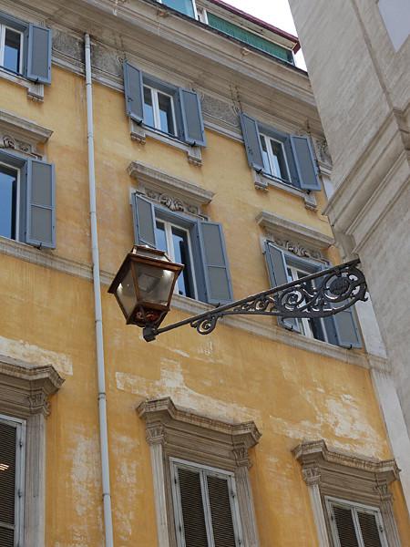 façade et lampadaire