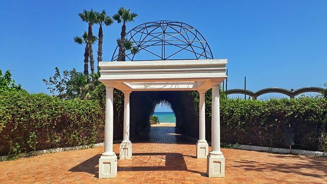 Gateway to the beach