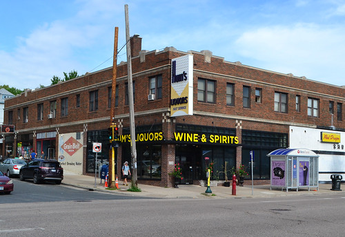 Hum's Liquors, 22nd & S Lyndale, Minneapolis | by mplstodd