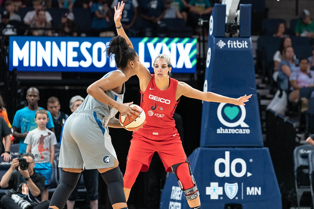 Elena Delle Donne guards Damiris Dantas