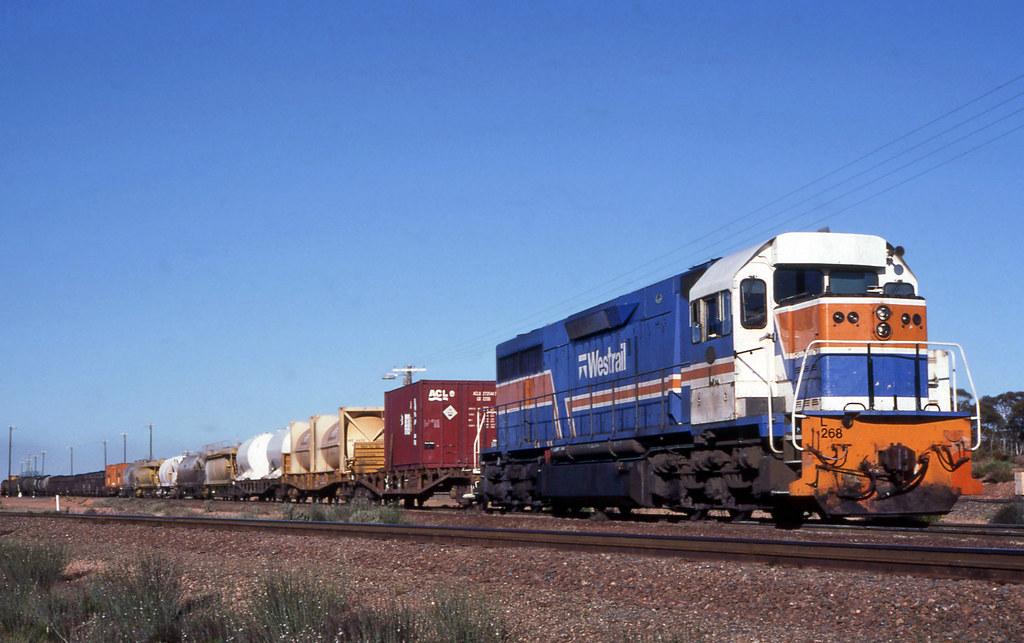 L268 shunting West Kalgoorlie by 8888transportpix