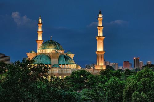 sony a7r3 a7riii 2470 malaysia kualalumpur kl federalterritorymosque mosque islam islamic muslim religious architecture minaret spire dome sunset twilight dusk landscape cityscape urban asia light