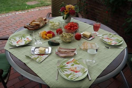 Mittagsimbiss auf der Terrasse (am sechsten Tag unseres diesjährigen Sommerurlaubs in Minden)
