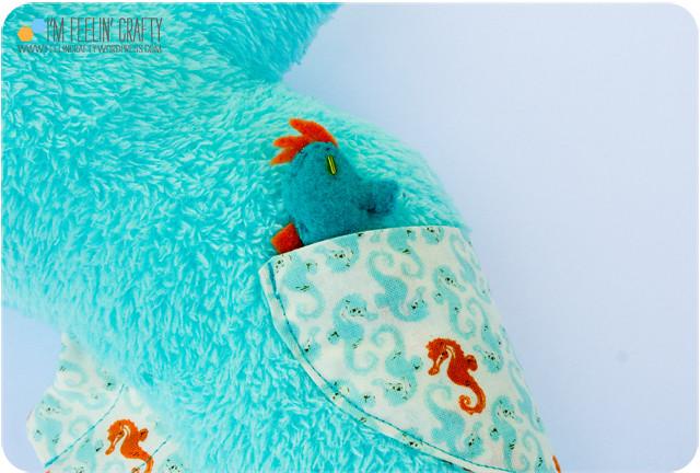 HaleysSeaHorse-BabyinPocket-ImFeelinCrafty