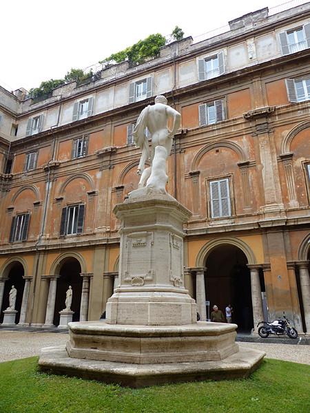 statue palais odescalchi