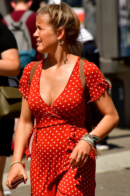 190723 Amsterdam - Streetlife - The girl in the red white dress 1008