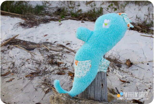 HaleysSeaHorse-Beach-ImFeelinCrafty